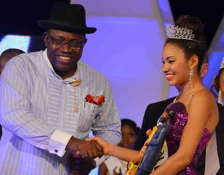 GOV. SERIAKE DICKSON OF BAYELSA CONGRATULATING MISS BAYELSA , EBIERE BANNER, SHORTLY AFTER WINNING MOST BEATIFUL GIRL IN NIGERIA BEAUTY PAGEANT IN YENAGOA ON SATURDAY NIGHT