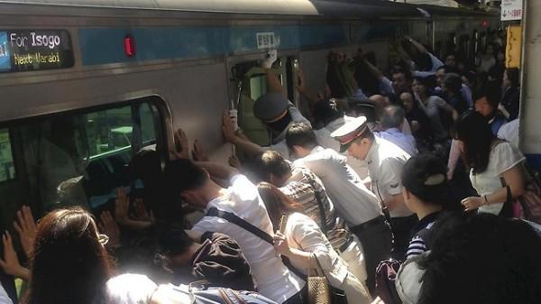 japan-train-rescue