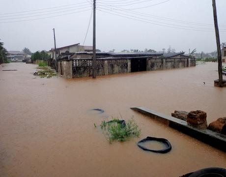SUBMERGED HOUSES ON AZINGE CRESCENT, GRA, BENIN CITY AFTER A DOWN POUR (NAN)
