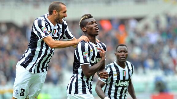 Paul Pogba and Teammates Celebrates Goal.