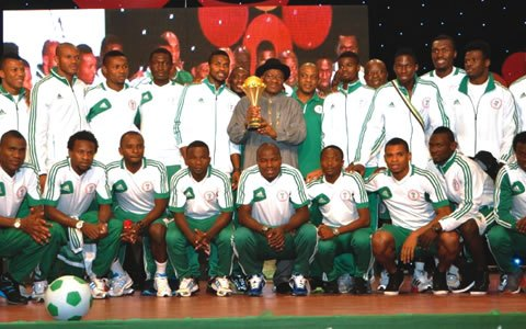 President Goodluck Jonathan and the Afcon 2013 Trophy.