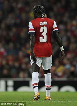 Sagna Clutches His Hamstring Muscle During Arsenal Napoli Match.