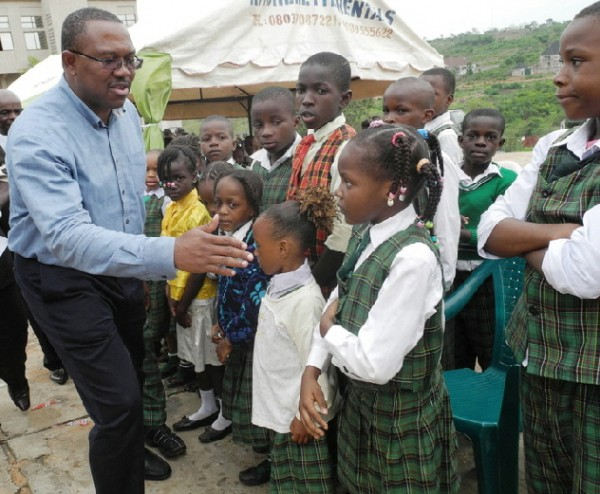 governor-peter-obi-greeting-children