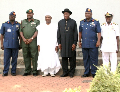 PRESIDENT GOODLUCK JONATHAN AND VICE PRESIDENT NAMADI SAMBO WITH (FROM LEFT), CHIEF OF AIR STAFF, AIR MARSHAL ADESHOLA NUNAYOM AMOSU, CHIEF OF ARMY STAFF, LT. GEN. TOBIAH MINIMAH, CHIEF OF DEFENCE STAFF, AIR CHIEF MARSHAL ALEX BADEH AND CHIEF OF NAVAL SATFF, REAR ADMIRAL USMAN JIBRIN AFTER THEIR DECORATION.
