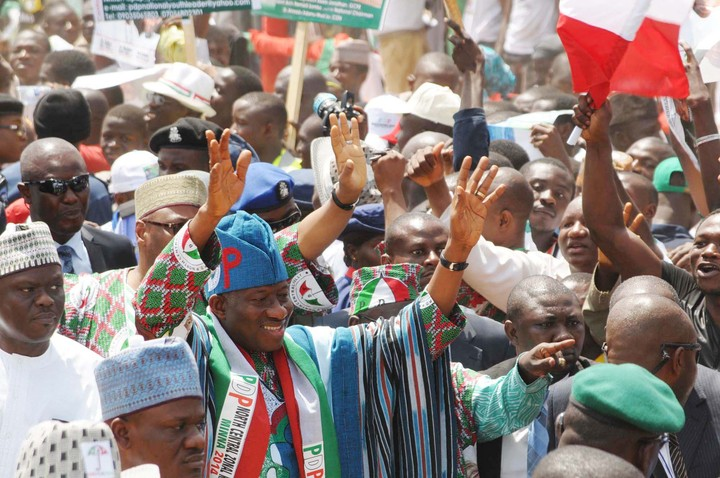 PRESIDENT GOODLUCK JONATHAN ACKNOWLEDGING CHEERS ON HIS ARIVAL FOR THE NORTH CENTRAL PDP ZONAL RALLY IN MINNA ON SATURDAY (8/3/14).