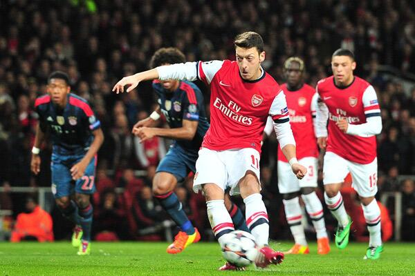 Mesut Ozil Out for a Few Weeks.