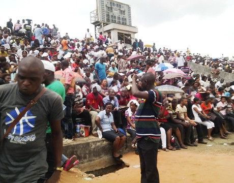 APPLICANTS AT THE NIGERIAN IMMIGRATION SERVICE RECRUITMENT IN  OWERRI ON SATURDAY (15/3/14).