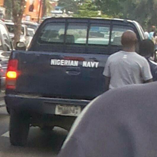 navy-car