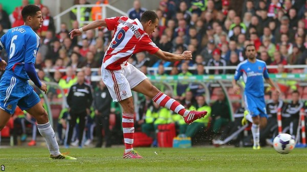 Odemwingie Takes a Superb Strike Against Hull City in aPremier League Game. Image: Getty.