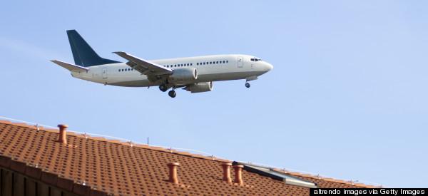 r-AIRPLANE-LANDING-600x275