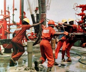 oil-rig-workers