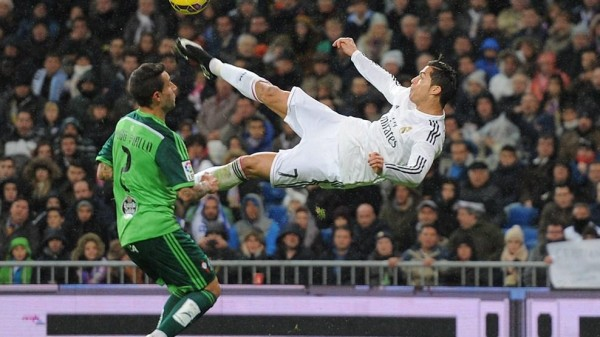 Cristiano Ronaldo Tries an Audacious Bicycle Kick Against Celta Vigo. Image: Getty.