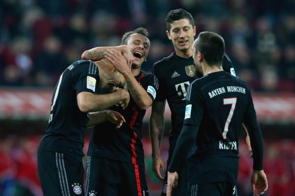 Robben Celebrates His Goal With Team-Mates.