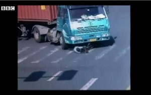 Video-shows-cyclist-survive-being-run-over-by-truck