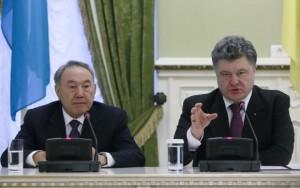 Ukrainian President Petro Poroshenko and his Kazakh counterpart Nursultan Nazarbayev attend a news conference in Kiev