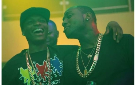 Davido and Wizkid kiss and make up (photos)
