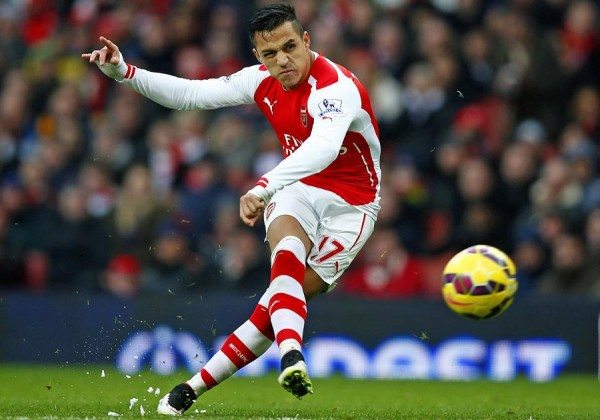 Alexis Sanchez Blasts Home a Free-Kick Against Stoke City. Image: Getty.