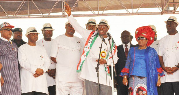 FROM LEFT: PDP DEPUTY NATIONAL CHAIRMAN, PRINCE UCHE SECONDUS; VICE PRESIDENT NAMADI SAMBO; PDP NATIONAL CHAIRMAN, SEN. ADAMU MUAZU; PRESIDENT GOODLUCK JONATHAN AND FIRST LADY DAME PATIENCE JONATHAN, AT THE PDP PRESIDENTIAL CAMPAIGN IN ENUGU ON FRIDAY