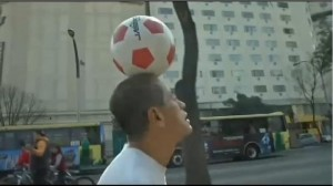 Mexican-man-walks-1200-miles-with-soccer-ball-on-his-head