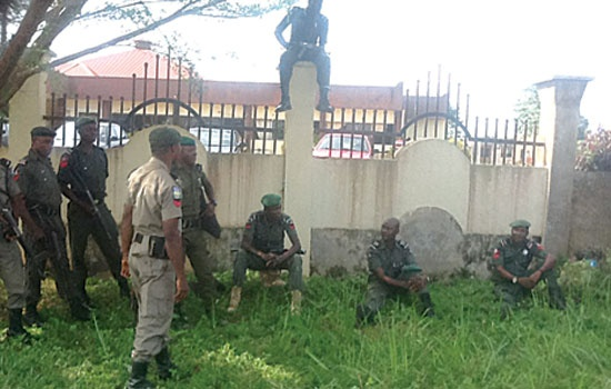 POLICEMEN MAINTAINING LAW & ORDER AROUND THE EKITI HOUSE OF ASSEMBLY COMPLEX