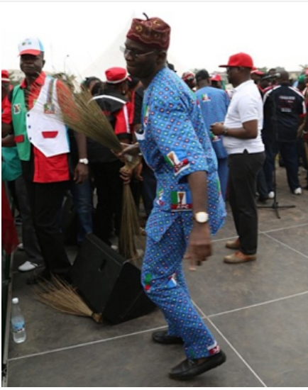 Photos Of Governor Fashola Dancing To 'Dorobucci' During Campaign Rally Today