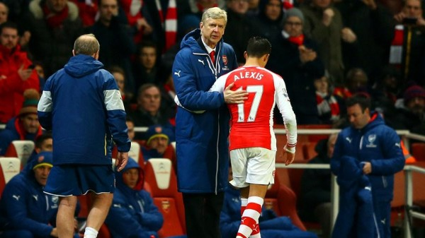 Alexis Sanchez and Arsene Wenger Win at Facebook Football Award. Image: Getty.