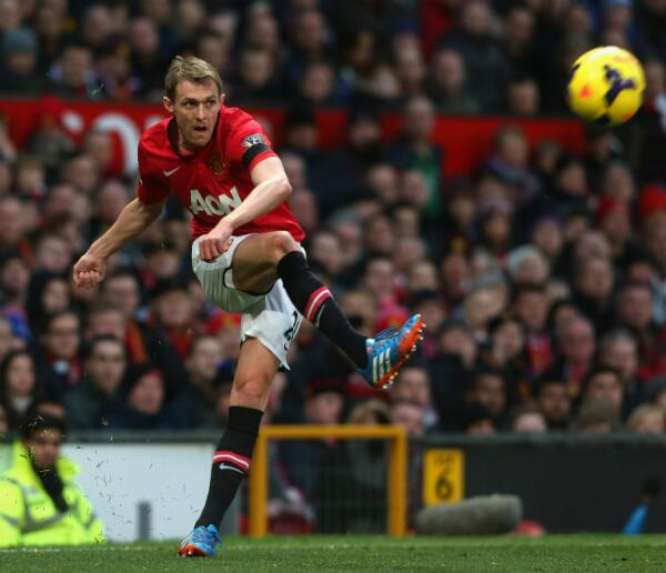 Darren Fletcher in Action Against Fulham in a Premier League Game. Image: Getty.