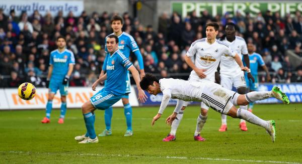 Ki Sung-Yeung's Diving Header Was Enough to Salvage a Point for Swansea against Sunderland. Image: Getty.