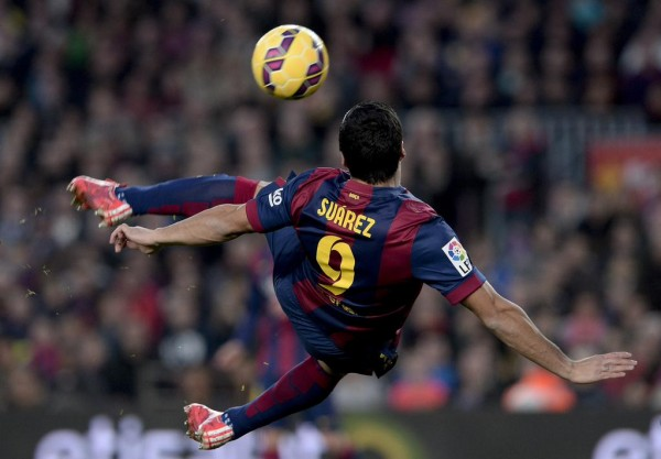 Suarez Completed Barca's 5-0 Rout of Levante with This Scissors-Kick. Image: Getty.