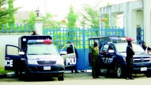 Men-of-the-Nigeria-Police-Force-barricading-the-main-entrance-to-the-Rivers-State-House-of-Assembly-in-Port-Harcourt-yesterday.-620x350