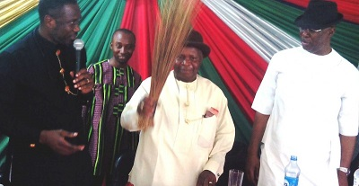 Frank Akpoebi (m) with the broom and Timipre Sylva