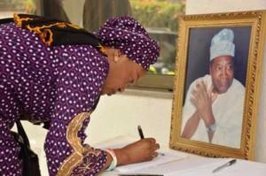 Sen. Oluremi Tinubu signing the condolence register at Okoya's residence