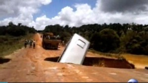 Brazilian-bus-falls-through-sinkhole-gets-carried-away-by-river