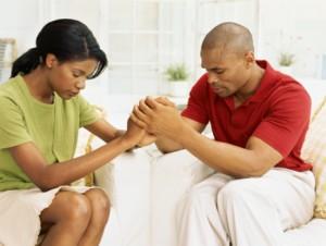 Couple-trusting-God-in-prayer