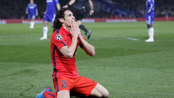 Edinson Cavani in Awe after Wasting a Glaring Goal-Scoring Opportunity at Stamford Bridge. Image: AFP.