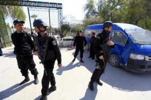 Tunisian policemen guard the Bardo museum in Tunis