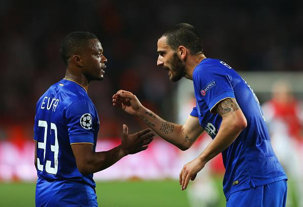 Giorgio Chiellini Passing Instruction to Left-Back Patrice Evra During a Champions League Game. Image: AFP/ Getty.