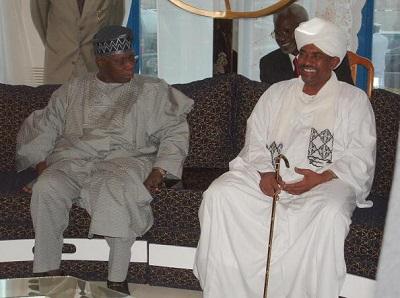 Sudanese President Omar al-Beshir (R) re