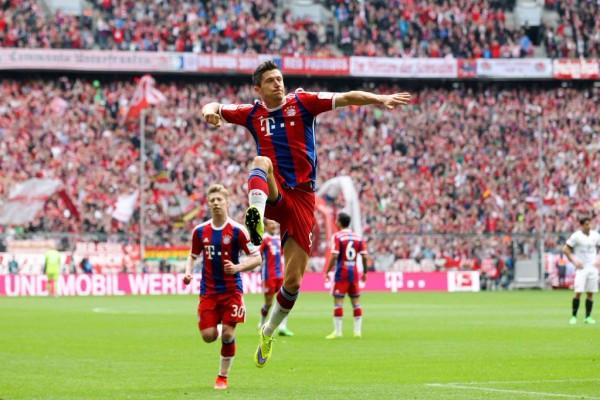 Robert Lewandowski Celebrates Scoring against Eintracht Frankfurt. Image: Getty.