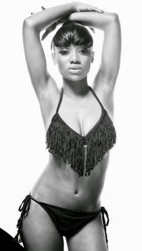 singer-model-sefiya-goes-4