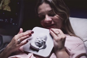 blind-pregnant-woman-first-look-unborn-son-3d-printing-ultrasound-huggies-8