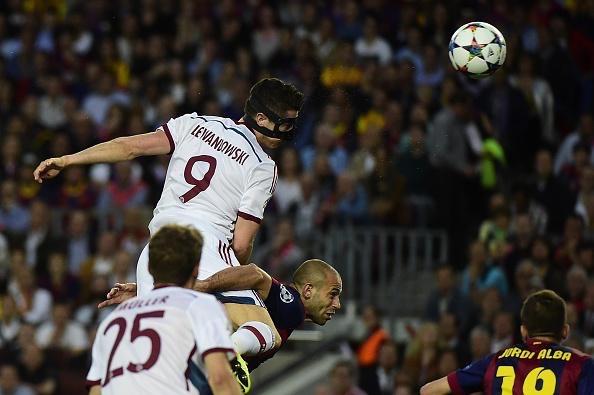 Robert Lewandowski attempts a Header against Barcelona. Image: Getty.