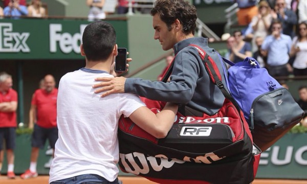 Roger Federer Approached By a Spectator on Day 1 of the French Open. Image: Getty.