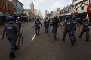 south-african-police-rioters