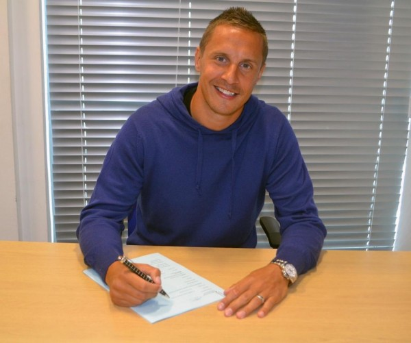 Phil Jagielka Puts Pen to Paper on a New Everton Contract Extension. Image: Everton via Getty.