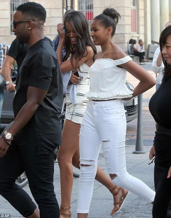the-stylish-obama-girls-go-shopping-2