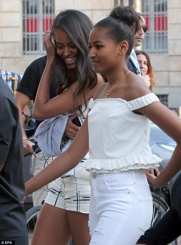 the-stylish-obama-girls-go-shopping-3