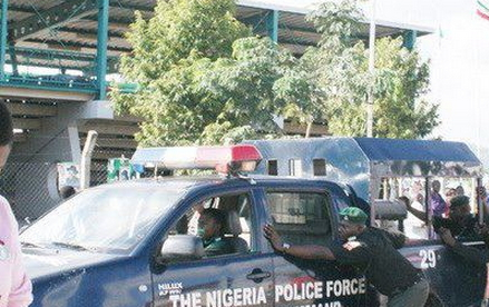 armed robbers shot police private parts