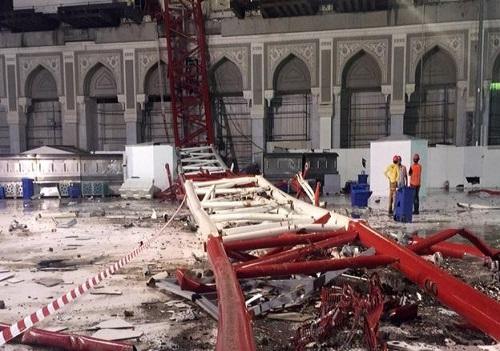 scene of Mecca crane crash