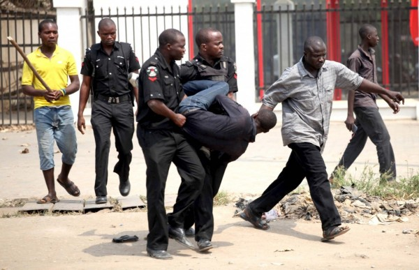 man-arrested-by-nigerian-police-for-looting-during-strike-1024x661